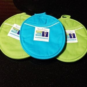 3 Utility Pocket Oven Mitts
